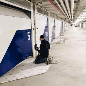 My Wrapping: Personalizzazione grafica di Interior autorimessa in complesso edilizio a Roma